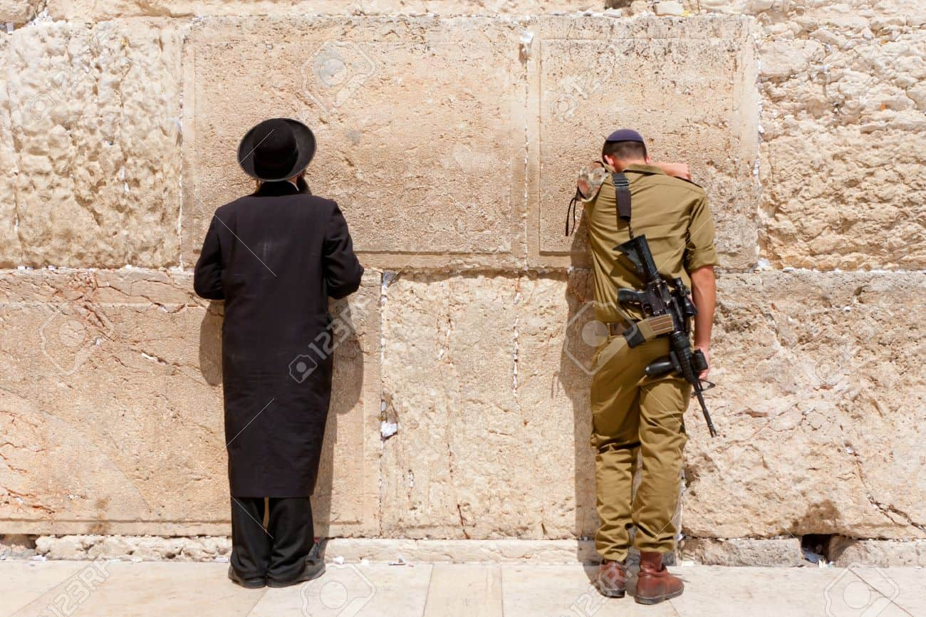 25473861-soldier-and-orthodox-jews-pray-at-the-wailing-wall-jerusalem-with-people
